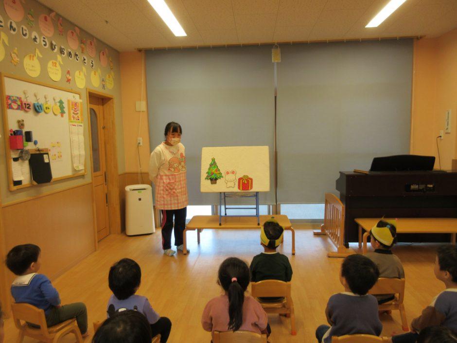 12月 お誕生日会 先生の出し物は「クリスマス パネルシアター」です♪
