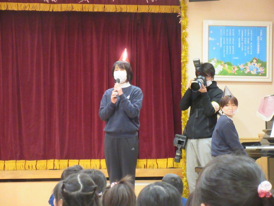 幼稚園部 クリスマス会 みんな楽しみにしていたクリスマス会♪ 園長先生の挨拶でスタートです☆彡