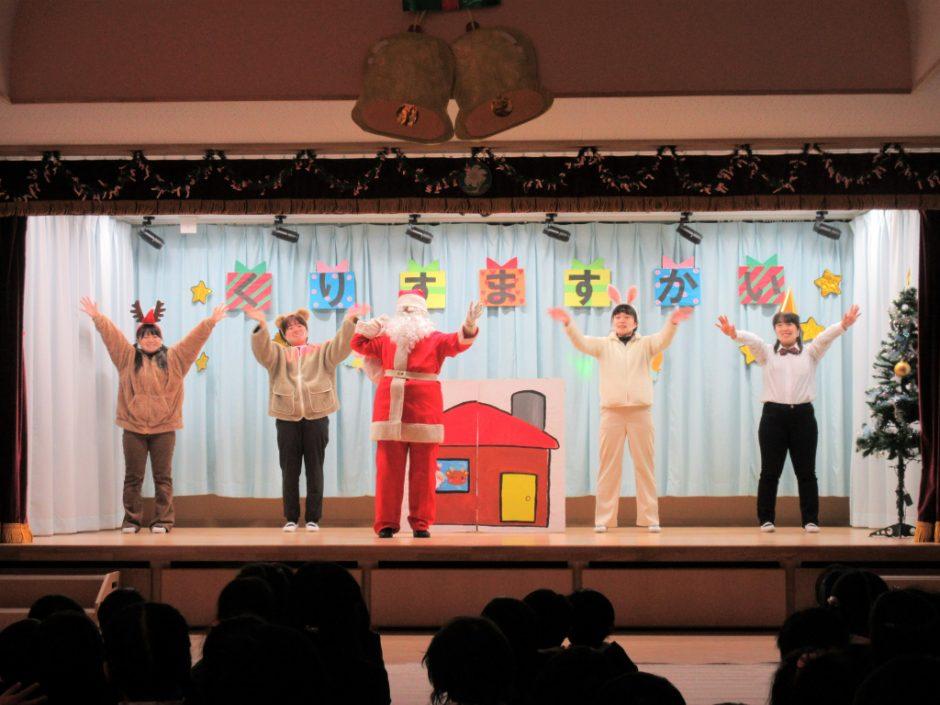 幼稚園部 クリスマス会 そして最後は劇「森のサンタクロース」(*^^*)