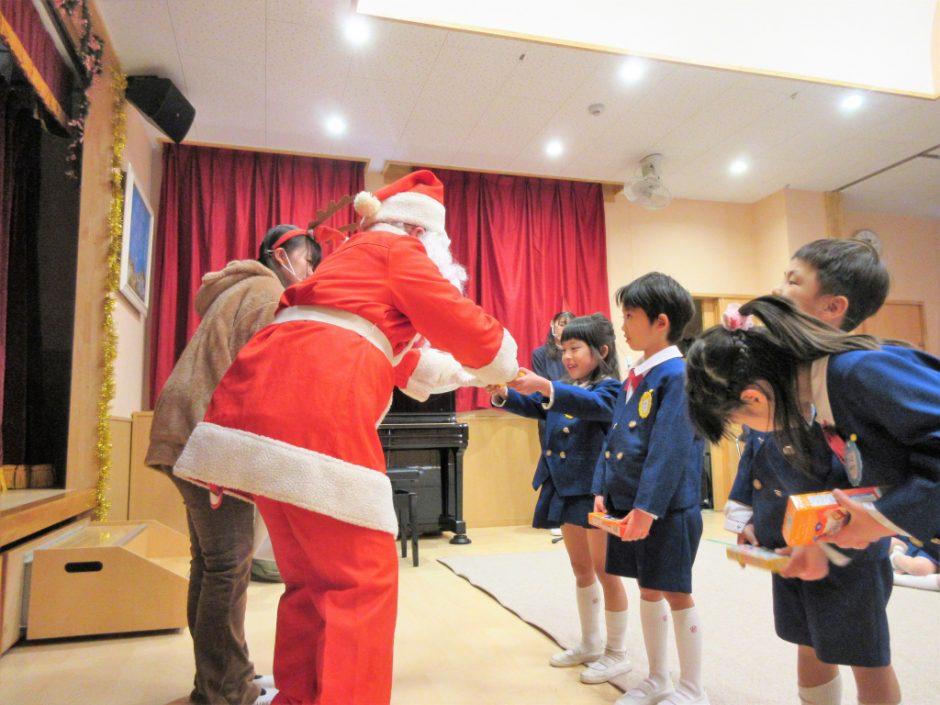 幼稚園部 クリスマス会 なんのプレゼントだったかな~? ドキドキしましたね☆彡