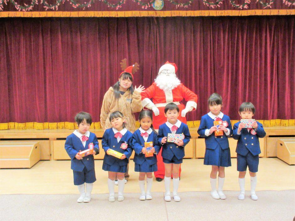 幼稚園部 クリスマス会 最後は一緒に記念撮影☆