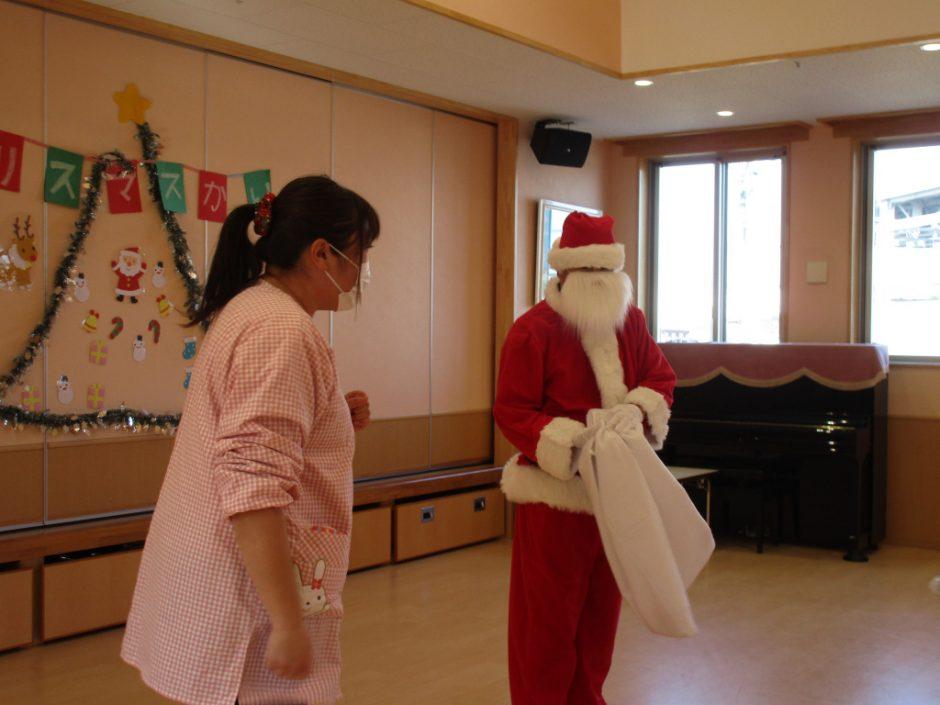 バンビクラブ クリスマス会 11日にもサンタさん登場☆彡おりこうなおともだちに会いに来てくれました!