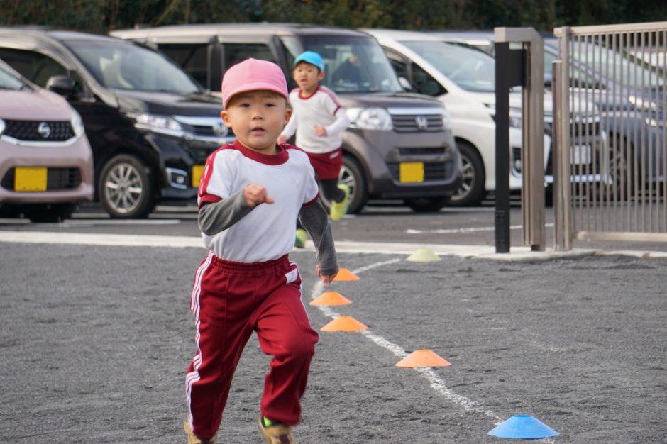 マラソン大会 年中の男の子1番です☆ 颯爽と走っていますね♪