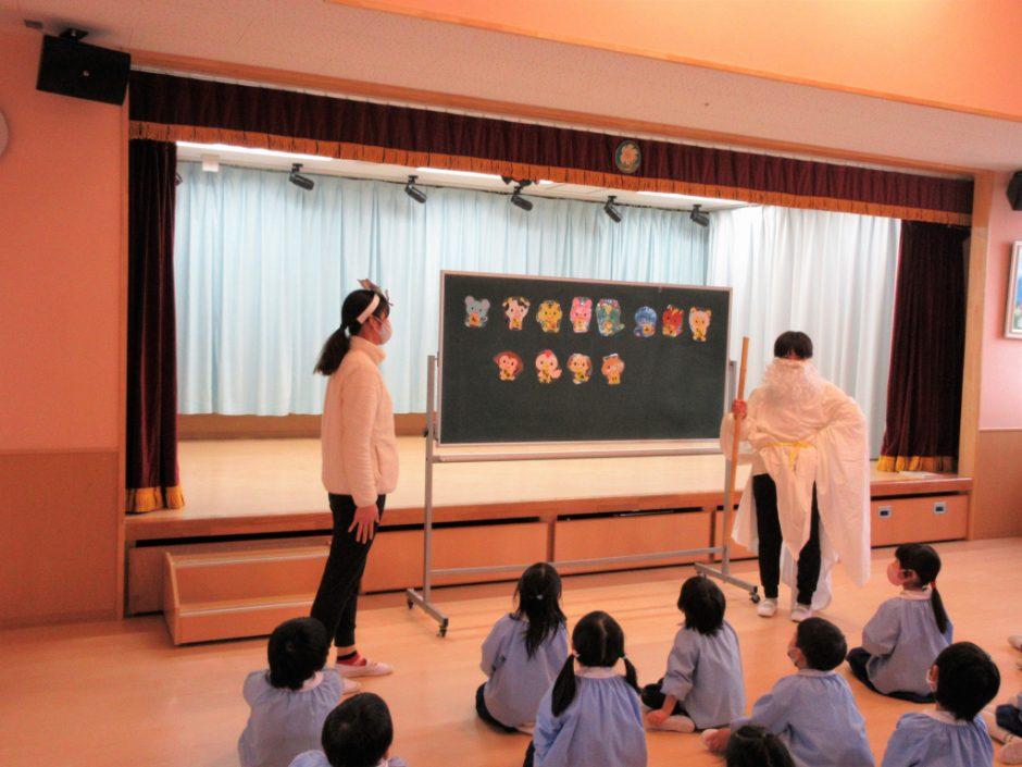 1月 お誕生日会 先生の出し物は 劇「十二支のお話」先生たち十二支の動物に大変身☆
