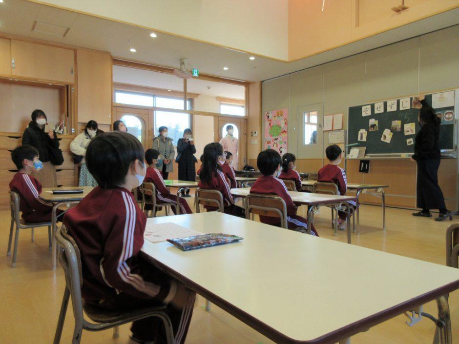 ばら組 英語・わくわく公開保育 ばら組のわくわくタイムです! 奥田先生よろしくお願いします♪