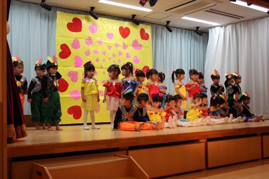 ひな祭りお遊戯会 年少 もも組さん 緊張もありましたが、素敵な姿を見せられました♪