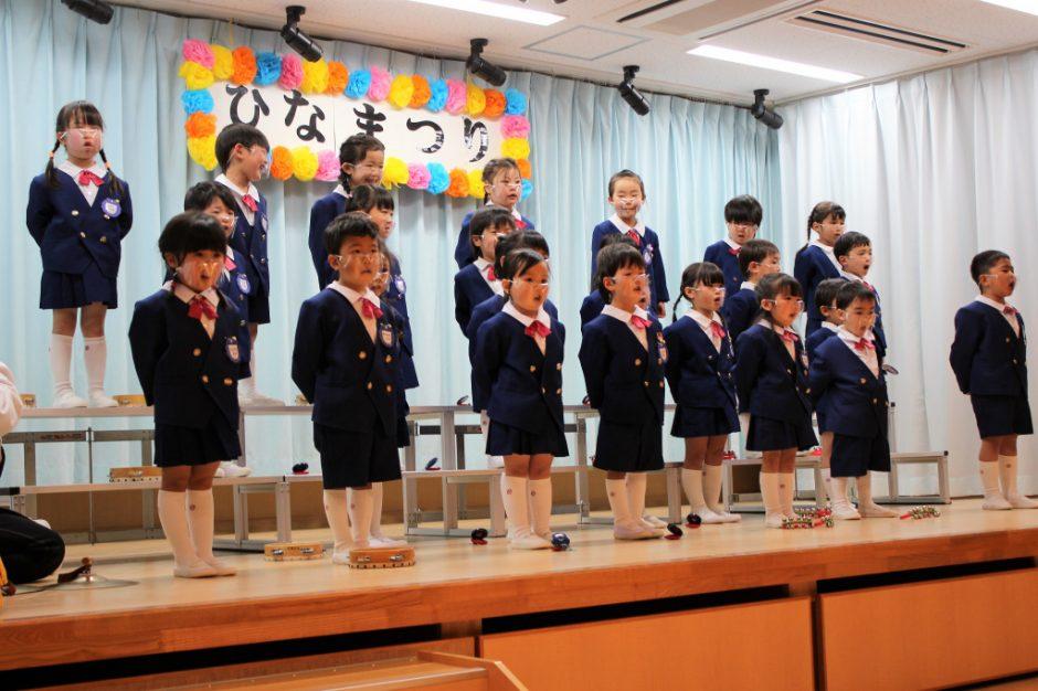 ひな祭りお遊戯会 年少 続いてはすみれ組さんうた 「山田のかかし」「手をつなごう」