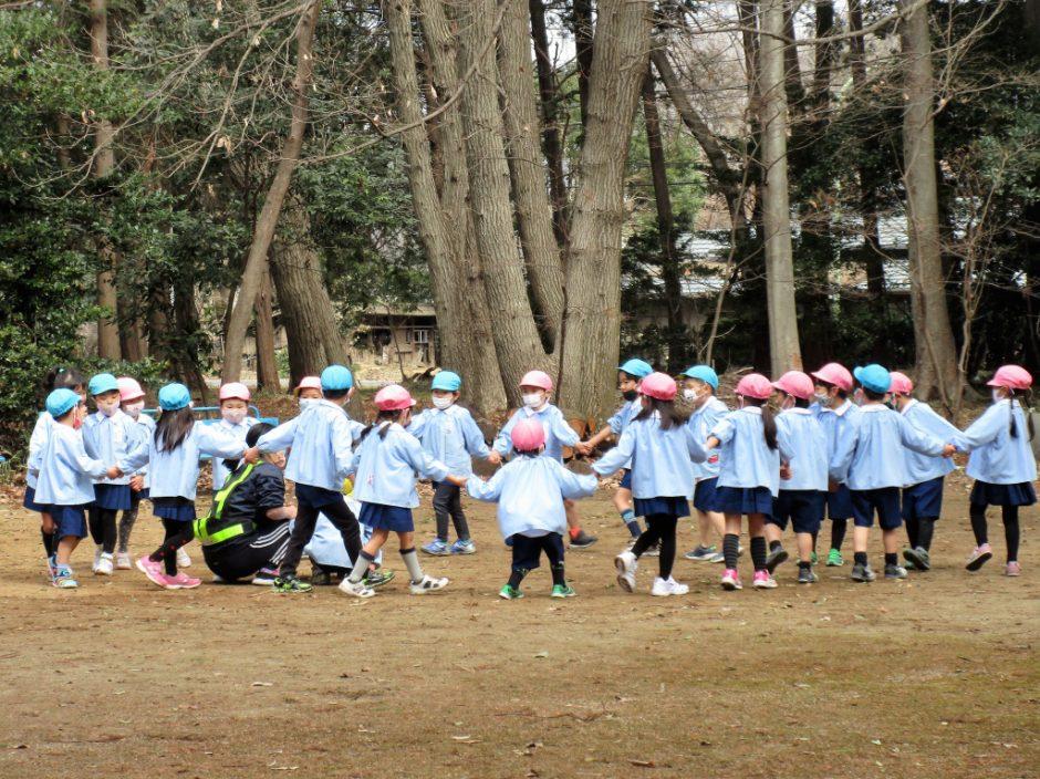 3月 お誕生日会 出し物は、日枝神社にお散歩に行きました~♪ 風もなくお散歩日和ですね♪