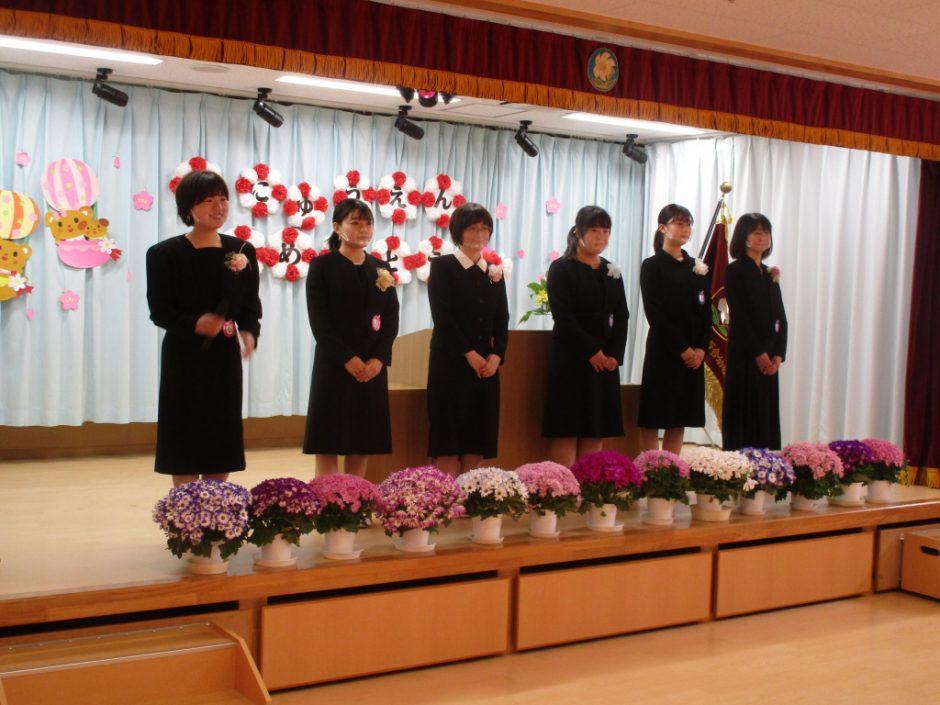 令和3年度 入園式 年少ぐみの先生の紹介です。先生たち、みんなに会えるのを楽しみに待っていました( *´艸`)