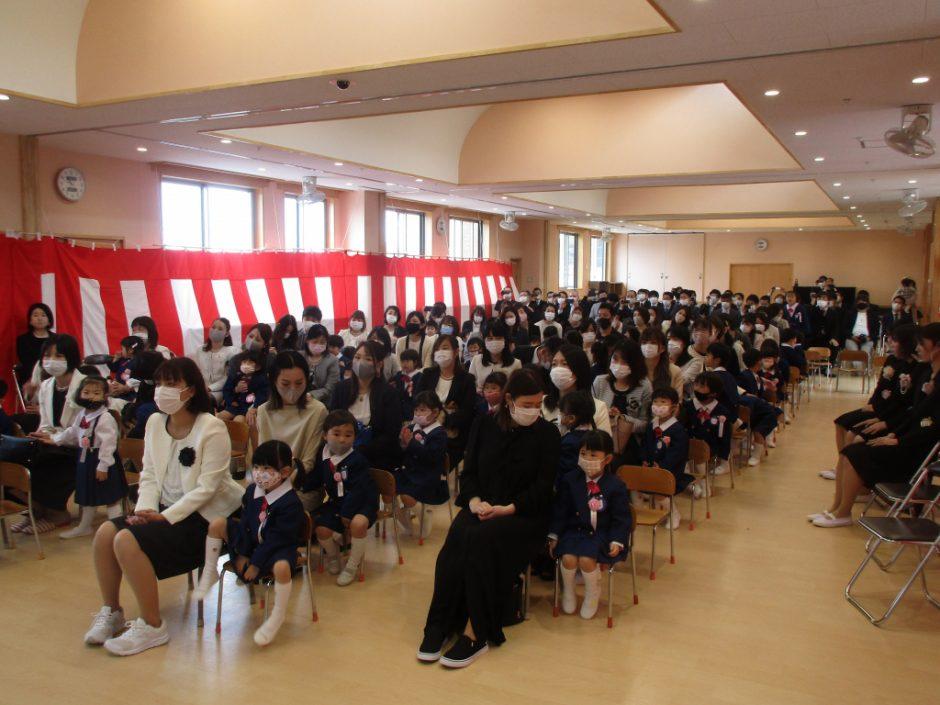 令和3年度 入園式 57人の新しいお友達です。みんなのどきどきとわくわくが伝わってきます…!