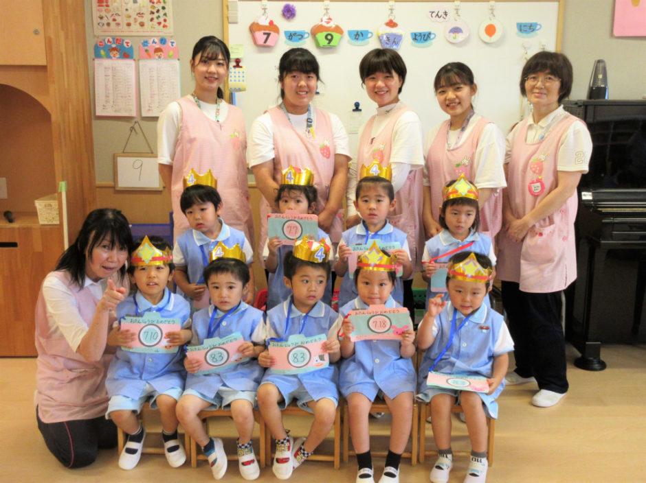 7.8月お誕生会 年少さんは7月生まれ5名のお友達、8月生まれ4名のお友達です(*^▽^*)