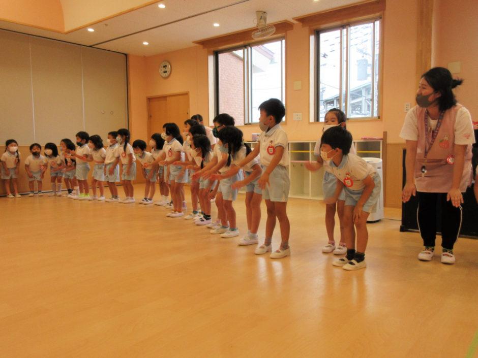 7.8月お誕生会 出し物はダンス「ジェンカ」「マイムマイム」