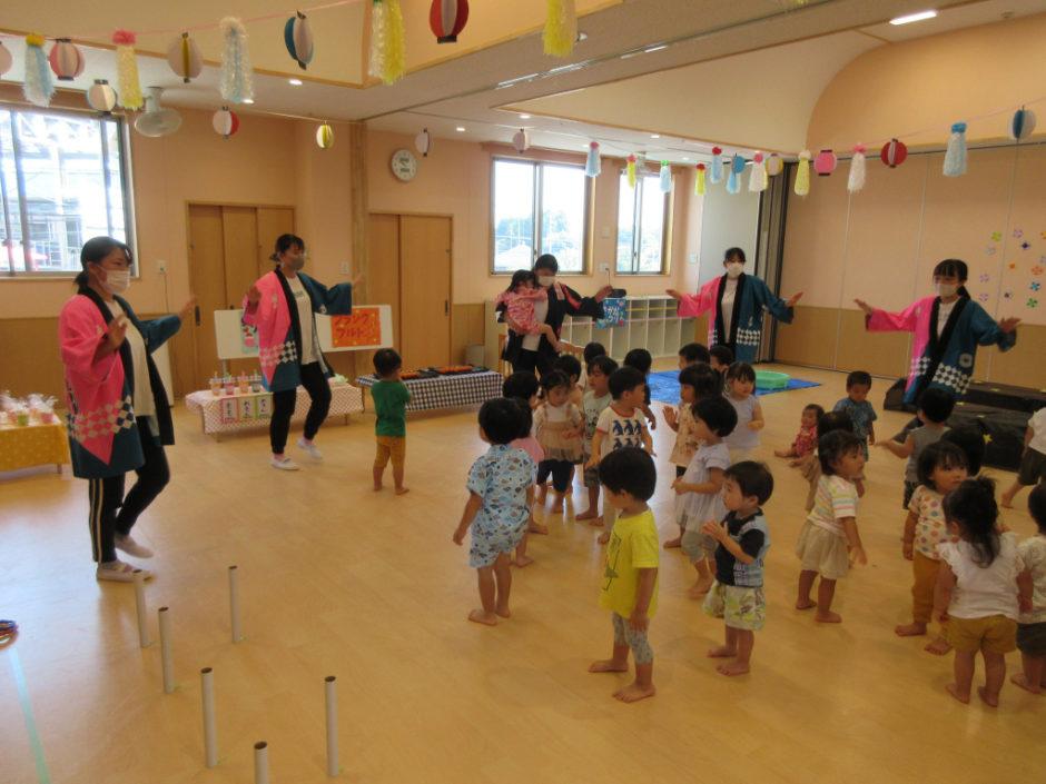 保育園部 夏祭り お囃子が流れる中 夏祭りのスタート!みんなでコバトン音頭を踊りました♪
