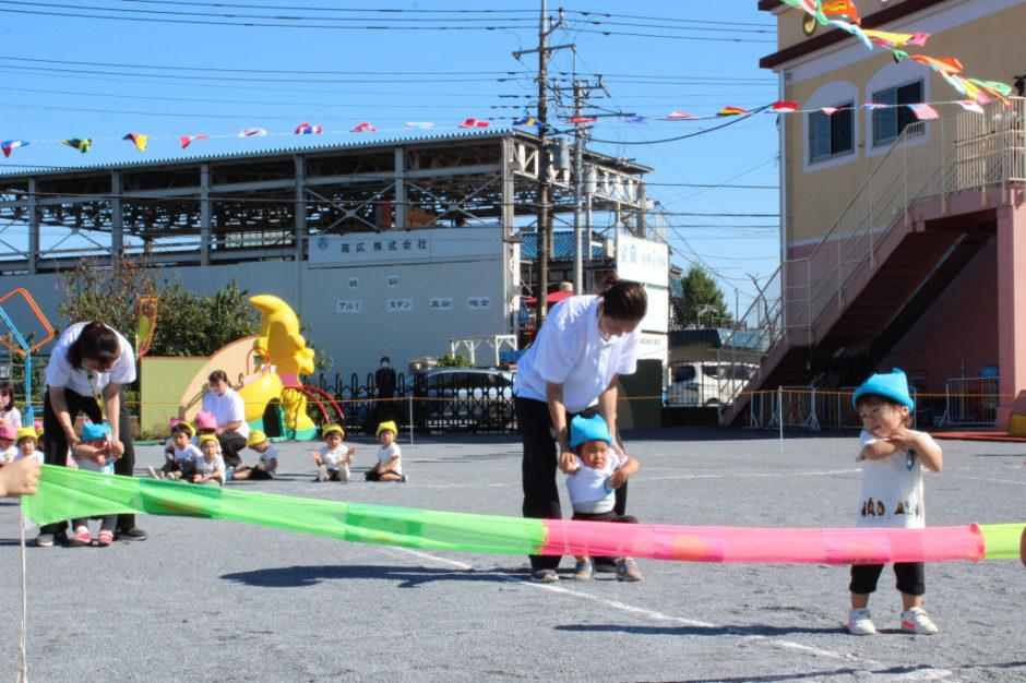 10月2日 運動会 保育園部 台風一過で良く晴れ暑い中運動会が開催されました♪ 保育園部さんのかけっこからスタートです(^^♪