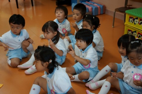 七夕お楽しみ会(平成26年度 午前の部) 出番まで手遊びをして待ってます!