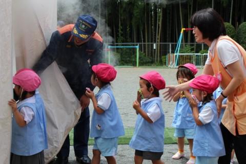防火講習 H25 通報訓練や避難訓練のあと、煙体験もしました・・・!