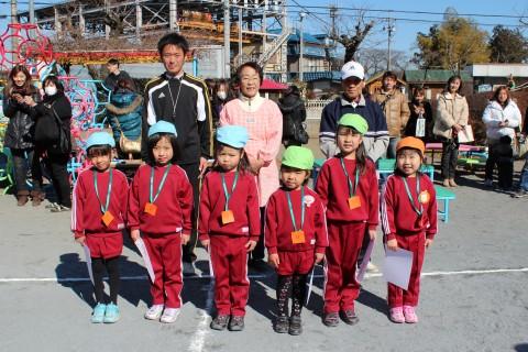 マラソン大会 ゆり 女の子 表彰式