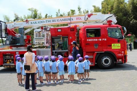 防火講習 平成26年度 最後は、はしご車の見学!お話いっぱいしてくれました!