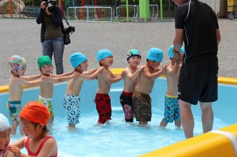 プール開き ももぐみさんもみんな水を怖がらず楽しんでいます!
