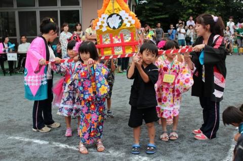 夏祭り 2014 きくぐみさんが代表で「お神輿リレー」