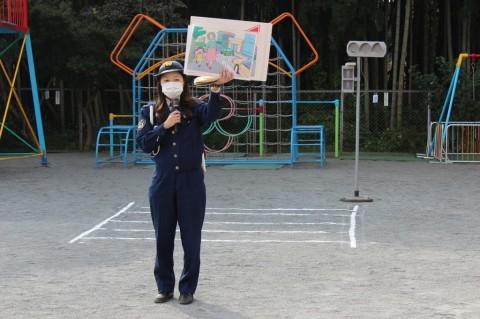 交通安全教室 西入間警察の婦警さんに来ていただいて「交通安全教室」を開きました!