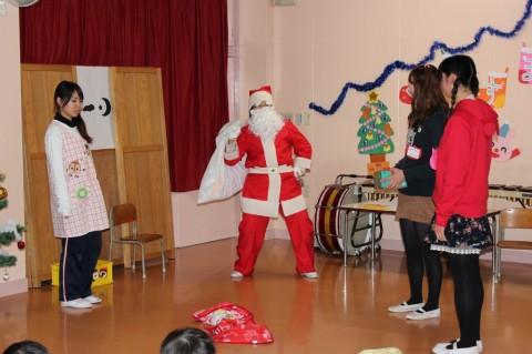 平成25年度 クリスマス会 先生たち、なかなかの役者です!!
