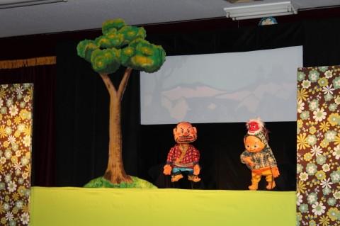 観劇会 今年は、劇団すぎのこの『どろぼうのなみだ』他計2本上演されました。