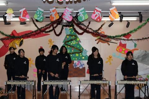 2014 クリスマス会 まずは先生がた全員による合奏
