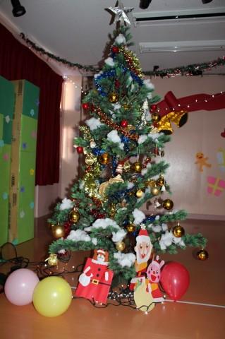 2014 クリスマス会 クリスマスツリーもホールに移動してみんなを待っていました!
