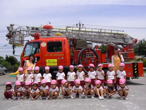 防火講習会(2) はしご車と記念写真!! もも1くみ