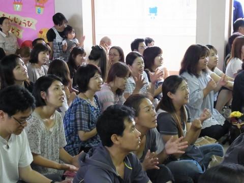 七夕おたのしみ会(午後の部) 子どもたちに負けないようにしっかり歌いましょう!!??