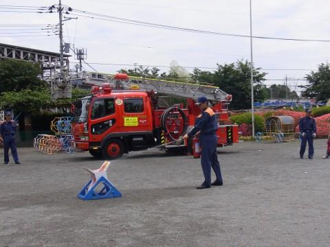 防火講習 通報訓練→地震・火災の避難訓練のあと初期消火訓練を行いました。