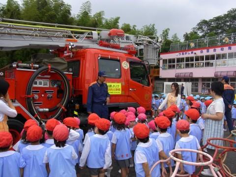 防火講習 消防署の方がいっぱい説明していただきました。みんな興味津々・・・・。