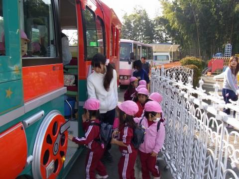 園外保育 もも バスに乗って園外保育に出発~~~!!