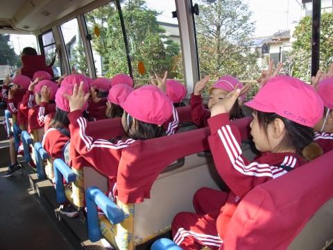 園外保育 もも 今日はみんなとっても楽しみにしていました。バスの中も大盛り上がり!!