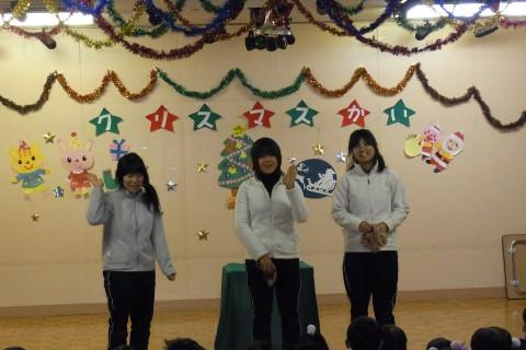 """クリスマス会 続いて・・・マジックチームによる""""楽しいマジックショー"""
