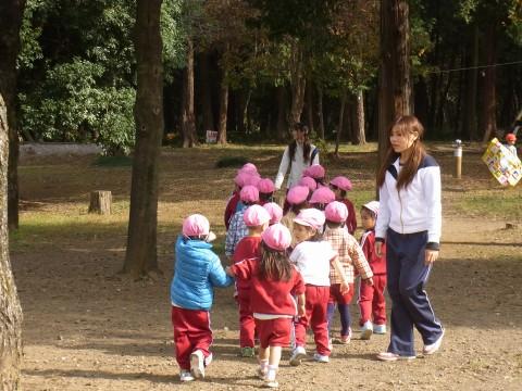 園外保育 もも(年少) まずは、みんなでお散歩・・・!! もも1くみ