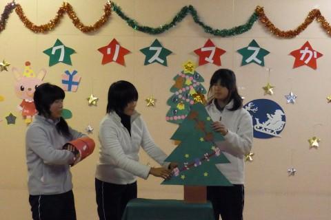 クリスマス会 あら??不思議・・・!ツリーにプレゼントが増えていくよ!