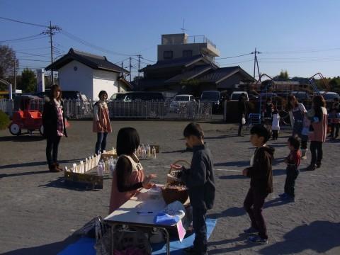 作品展 園庭では子ども達がゲームを楽しんでいました・・・!!