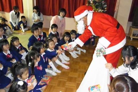 クリスマス会 サンタさんからプレゼント★をいただきました~~!!