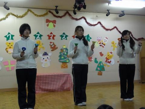 クリスマス会 ハンドベルを学年毎に発表!  きく