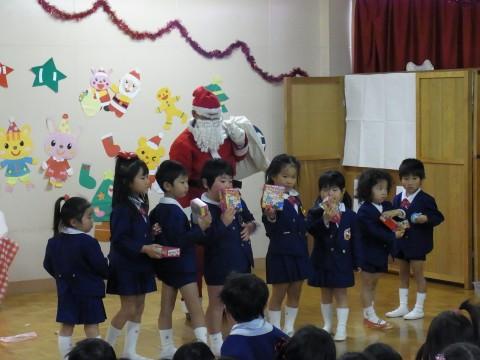 クリスマス会 み~~んなの代表で受け取りました!!